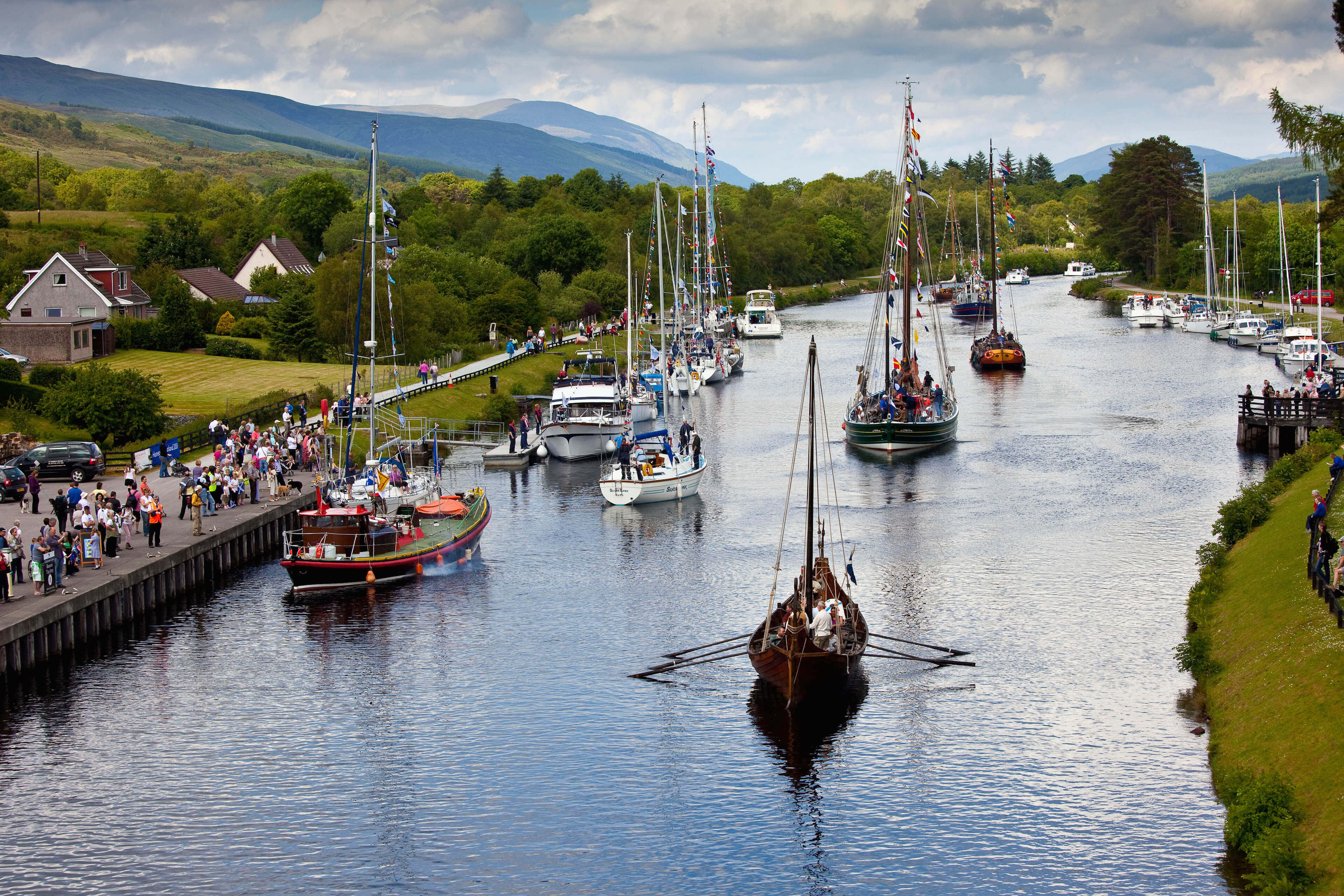 Discover the caledonian canal scottish canals for The caledonia