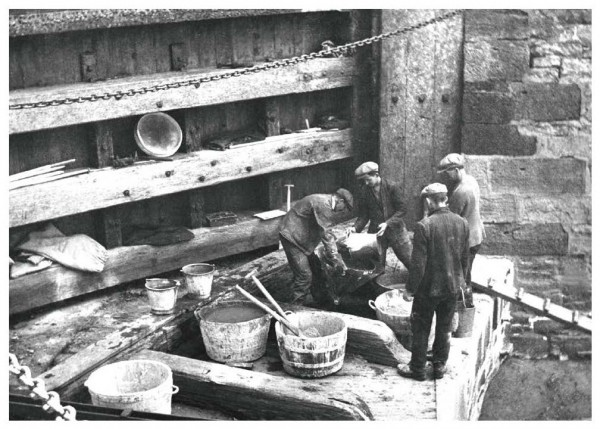 Repairs to Lock Cill, Banavie Staircase, Caleodonian Canal, c1930